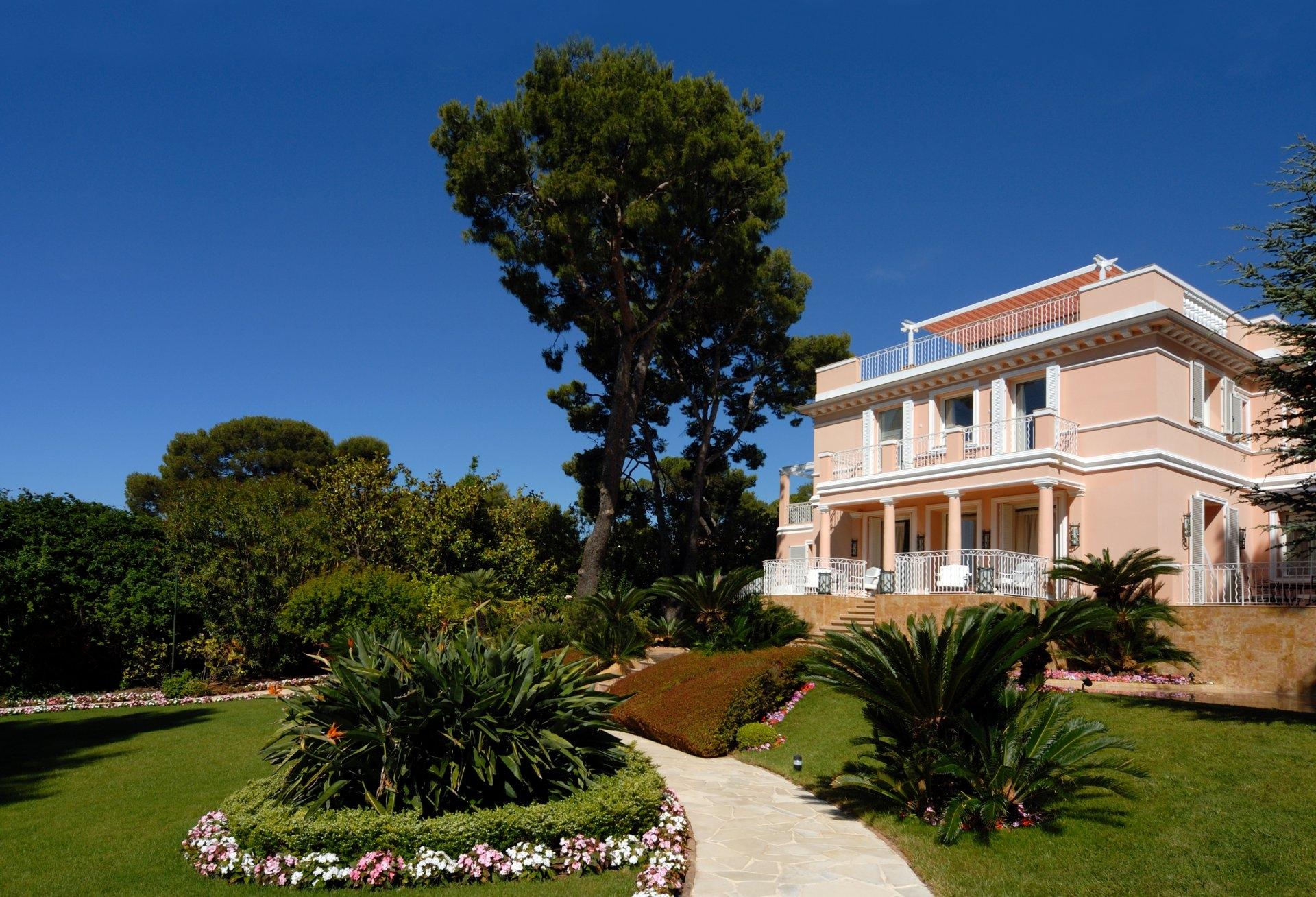 Luxury Villa for rent at Saint Jean Cap Ferrat | Dotta